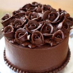 Chocolate Rose Elegant Birthday Cakes for women Elegant Birthday Cakes, Beautiful Birthday Cakes, Birthday Cakes For Women, Elegant Cakes, Chocolate Ganache, Chocolate Desserts, Ganache Cake, Chocolate Blanco, Delicious Chocolate
