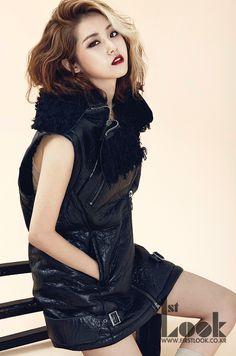 Gayoon Chic Black and White for Look Magazine . Kpop Girl Groups, Korean Girl Groups, Kpop Girls, Mamamoo, Heo Ga Yoon, Lee Hi, Kim Hyuna, Korean People, Korean Women