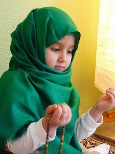 children praying images | Photo of Muslim Baby girl praying