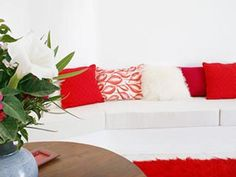 Impressive-Hotel-Livingroom-Built-Sofa-White-Red-Pillows-Vase-Flowers-Santorini-Island-Holidays