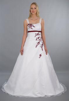 Das Brautkleid Eva zaubert eine feminine Silhouette Stickereien in ...