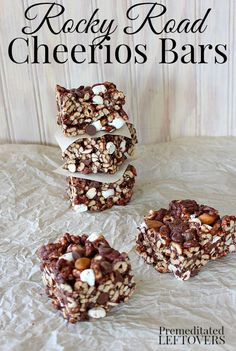 A quick and easy no-bake cereal bar treat: Rocky Road Cheerios Bars Recipe. This tasty snack is made with cheerios, chocolate chips, marshmallows, and nuts. It is a tasty dessert or after-school snack. Cereal Treats, Rice Krispie Treats, Cheerio Treats, Cereal Bars, Kashi Cereal, Trix Cereal, Cereal Cookies, Baby Cereal, Bar Cookies