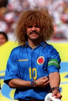 From Sir Bobby's comb-over to Kevin Keegan's perm - Golden Years Carlos Valderrama, World Football, Football Soccer, Kevin Keegan, Nostalgic Pictures, Big Afro, Arsenal Players, Most Popular Sports, Comb Over