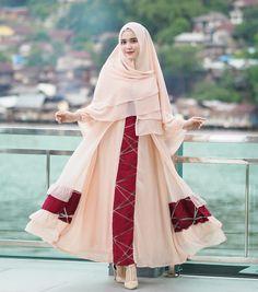"4,424 Likes, 6 Comments - Riznuram Azka (@riznuram) on Instagram: ""<[ koleksi hijab terbaru dari @riznooram nih Hijab Instan Lavanya ☺️ Simple dan praktis banget.…"""