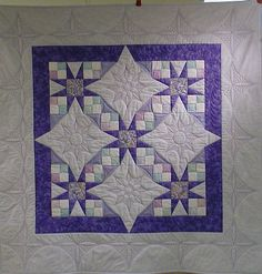no link sorry. but i have this pattern just hadn't seen it done with the solids in the bigger areas Machine Quilting Patterns, Longarm Quilting, Free Motion Quilting, Quilting Projects, Quilting Designs, Quilt Patterns, Patchwork Patterns, Sampler Quilts, Star Quilts