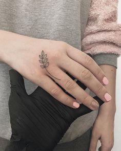 Hand Tattoos for Women: Beautiful Hand Tattoo Designs . Small Finger Tattoos, Small Quote Tattoos, Finger Tattoo Designs, Small Tattoos With Meaning, Botanisches Tattoo, Chic Tattoo, Body Art Tattoos, Cute Tattoos, Mustache Tattoo On Finger