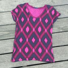 ♡SALE♡ Purple and pink geometric shape tee Purple and pink geometric shape short sleeve tee. Gap. Size small. GAP Tops Tees - Short Sleeve