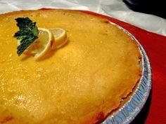 Un pedido especial cumpleañero, pay de limón gluten free! Tienes un evento? Tenemos más recetas deliciosas bajo la manga!