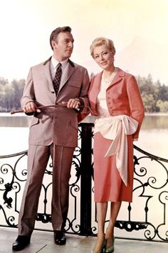 "Eleanor Parker and Christopher Plummer in ""The Sound of Music"" (Twentieth Century Fox, Sound Of Music Costumes, Sound Of Music Movie, Movie Costumes, Christopher Plummer, Estilo Retro, Cinema, Old Movies, Indie Movies, Glamour"