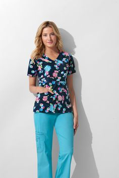 Have you ever noticed these nurse scrubs in the past? Scrubs Outfit, Scrubs Uniform, Medical Uniforms, Work Uniforms, Stylish Scrubs, Medical Scrubs, Nursing Scrubs, Cute Scrubs, Cute Nurse
