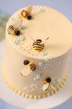 Bee Birthday Cake, Pretty Birthday Cakes, Pretty Cakes, Beautiful Cakes, Amazing Cakes, Bee Cakes, Cupcake Cakes, Cupcakes, Mini Cakes
