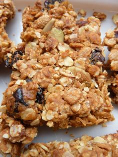 Homemade cereal or granola bars - Miss Cake - cuisine - Raw Food Recipes Good Healthy Recipes, Raw Food Recipes, Gourmet Recipes, Healthy Snacks, Vegan Desserts, Breakfast And Brunch, Fruits Secs Bio, Granola Barre, Trail Mix Cookies