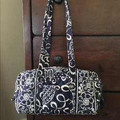DONATING Soon! Vera Bradley 100 Bag Vera Bradley 100 bag in the pattern Twirly Birds Navy. Used condition from smoke/pet free home. Comes with key fob in interior! Vera Bradley Bags Shoulder Bags