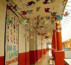 RECURSOS DIA DE LA PAZ: CUENTOS, CANCIONES, MANALIDADES... Lany, Diy And Crafts, Arts And Crafts, Dream School, Class Decoration, Collaborative Art, Teaching Materials, Martin Luther King, Classroom Decor