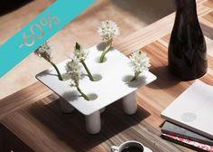 Flor 3, florero en fibra de vidrio, con 60% de descuento #compradiseño en línea: ow.ly/UtSx2