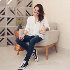 camisa + all star Work Looks, Looks Style, Casual Looks, Look Office, Office Looks, Minimalist Wardrobe, Minimalist Fashion, Camisa Nerd, Fashion 2018