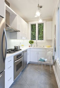 Tips on Arranging Tools in a Small Kitchen, Turn It into Smart Kitchen Small L Shaped Kitchens, L Shaped Kitchen Designs, Small Galley Kitchens, Black Kitchens, Traditional Small Kitchens, Smart Kitchen, New Kitchen, Kitchen Decor, Kitchen Ideas