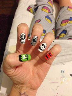 View Halloween nail art by Fayenailart on Nailsome. Holloween Nails, Cute Halloween Nails, Halloween Nail Designs, Halloween 1, Nail Polish Designs, Cute Nail Designs, Nails Design, Duck Nails, Monster Nails