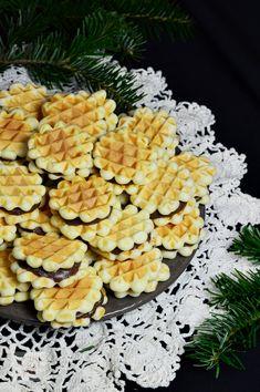 Faguri cu crema - CAIETUL CU RETETE Pineapple, Cookies, Blog, Waffles, Pastries, Sweets, Food, Crack Crackers, Pine Apple