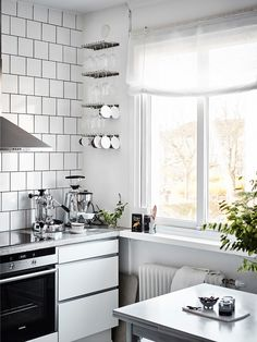 Stylish white kitchen - via Coco Lapine Design