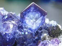 Minerals And Gemstones, Crystals Minerals, Stones And Crystals, Cool Rocks, Mineral Stone, Rocks And Gems, Bts Wallpaper, Stone Jewelry, Crystal Healing