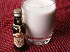 For a girlie night out, decorated with a cherry it is such a treat! I recommend to put loads of crushed ice to make this drink super creamy. Amarula Drink, Non Alcoholic Drinks, Cocktails, Canned Cherries, Cream Liqueur, Ice Milk, Pineapple Juice, Ice Cream Recipes, Yummy Drinks