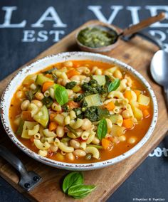 Soupe au pistou Easy Dinner Recipes, Soup Recipes, Cooking Recipes, Chana Masala, Cheeseburger Chowder, A Food, Macaroni And Cheese, Meal Prep, Vegetarische Rezepte