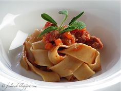 Pappardelle al ragù di salsiccia di Bra / Pappardelle pasta with sausage from Bra