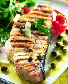 Swordfish marinated with 2 lemons sundried tomatoes and capers Fish Recipes, Meat Recipes, Seafood Recipes, Healthy Recipes, Recipies, Chefs, Vegan Junk Food, Vegan Sushi, Vegan Baby