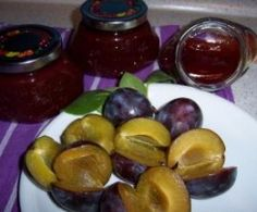 Plum jam with cinnamon from Carcassi. A Thermomix ® recipe from the Sauces / Dips / Spreads category on www.de, the Thermomix ® Community. Plum jam with cinnamon Lisa Niehues Marmelade Plum jam with cinnamon from Carcassi How To Make Dough, Food To Make, Fermented Bread, Canned Pumpkin Recipes, Plum Jam, Jam And Jelly, Vegetable Drinks, Healthy Eating Tips, Sauces