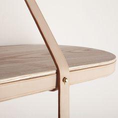 Design - 나무와 가죽으로 만든 선반