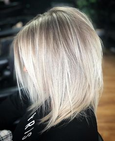 Blonde Straight Medium Length Layered Hair ❤️ Medium length layered hair styles look fabulous as they are texturized and voluminous at the same time. See our photo gallery to pick the best Layered Bob Styles: Modern Haircuts with Layers Medium Length Layers, Medium Length Blonde, Medium Lengths, Blonde Hair Inspiration, Honey Blonde Hair, Blonde Layered Hair, Thin Blonde Hair, Thin Hair, Blonde Lob