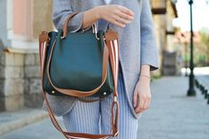 12 Delicate - Spectacular Fashion And Beauty Ideas : Majestic women standing while carrying green and brown leather 2 way shoulder bag Black Women Fashion, Womens Fashion For Work, Women's Fashion, Fashion Jewellery, Cheap Fashion, Fashion 2020, Ladies Fashion, Fashion Trends, Fashion Inspiration