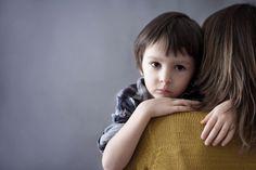 Ξεκαθαρίστε ένα πράγμα μέσα σας: το παιδί σας είναι ευαίσθητο από χαρακτήρα.Αποδεχτείτε το γεγονός και μην προσπαθείτε να αλλάξετε το χαρακτήρα του.