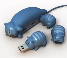 Mama and kittens USB hub . . . santa, can you bring me this?