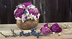 Kvetinové bombičky sú naše najpredávanejšie dekorácie. Viete prečo? Dried Flower Bouquet, Dried Flowers, Coconut Shell, Peonies, Vase, Vegetables, Food, Home Decor, Flower Preservation