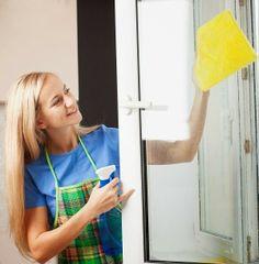Niemand kann wirklich gute Arbeit leisten, wenn die Sicht vernebelt ist – also sind saubere Fenster, und dementsprechend regelmässiges Waschen der Scheiben der Büroräume gut für die Arbeitsmoral der Angestellten.