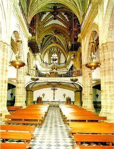Interior del templo del Monasterio de Guadalupe en Cáceres.