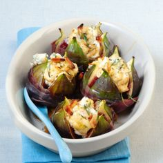Goat cheese figs with honey - Tapas - Appetizers Easy Cheese Appetizers, Appetizer Recipes, Honey Recipes, Healthy Recipes, Figs With Honey, Puff Pastry Recipes, Queso, Brunch Recipes, Soul Food