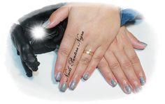 Unhas em gel com alongamentos em cor cinza com nail art graphite