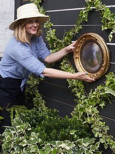 Our Weekend Decorator Megan show you how easy it is to make this ivy-covered trellis at home in only four simple steps!
