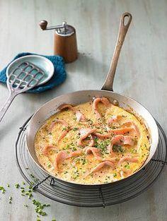 Omelett mit geräuchertem Lachs und Schnittlauch