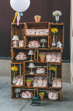decoração vintage, decoração romântica para casamento, Vintage, bolo de casamento vintage, decoração colorida, decoração com caixas de madeira