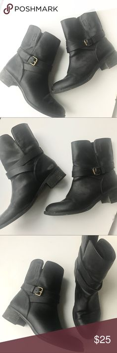 j.crew combat booties Super comfy black moto combat boots from J.crew Factory. They come up to right past the ankle bone and are so comfortable they can be worn all day. J. Crew Factory Shoes Combat & Moto Boots