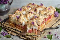 ciasto z rabarbarem i bezową pianką