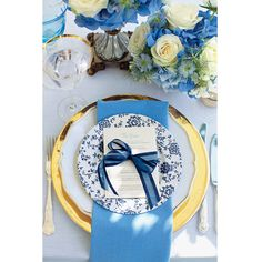 あなた色の、カラフルなウェディングテーブル。【BLUE PERIOD】メニューリストにもブルーのリボンをセット。ゴールドと組み合わせることで高級感を演出。
