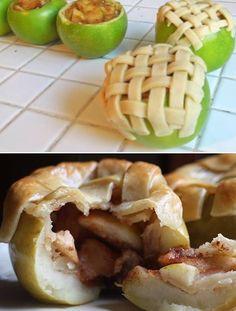 Apfeliger Apfelkuchen...perfekt für kalte Tage   Zuerst schneidest du einen Apfel in kleine Stücke und dünstest ihn in Butter, Zimt und Zucker an. Anschließend befüllst du einen ausgehüllten Apfel damit. Als Topping Hefe- oder Blätterteig in Streifen schneiden und als Gitter über den Apfel legen. In den Ofen damit, bis der Apfel leicht weich und der Teig goldbraun ist  Dazu schmeckt super Vanillesoße/eis