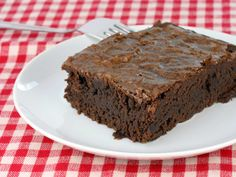 Sugar-Free Fudge Brownies: A low carb, low sodium snack alternative you'll be glad you tried! Chocolate Protein Bars, Chocolate Peanut Butter, Protein Brownies, Fudge Brownies, Chocolate Brownies, Chocolate Desserts, Protein Snacks, Milk Protein, Healthy Desserts