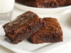 Craving a delicious chocolatey dessert that is both low carb and gluten-free? Today we share a super tasty chocolate keto brownie recipe that is so simple to make. These chocolate brownies are insanely decadent and fudgy Best Chocolate Brownie Recipe, Boxed Brownie Recipes, Salted Caramel Brownies, Homemade Chocolate, Simple Brownie Recipe, Espresso Brownies, Brownie Ideas, Decadent Chocolate, Easy Recipe For Brownies