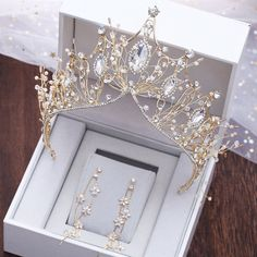 Details about Gold Luxury Bridal Wedding Crystal Queen Praty Crown Headbands Tia. - Details about Gold Luxury Bridal Wedding Crystal Queen Praty Crown Headbands Tiara Headpiece Bridal Crown, Bridal Tiara, Bridal Jewelry, Prom Jewelry, Bridal Necklace, Gold Jewelry, Fine Jewelry, Headpiece Wedding, Bridal Headpieces
